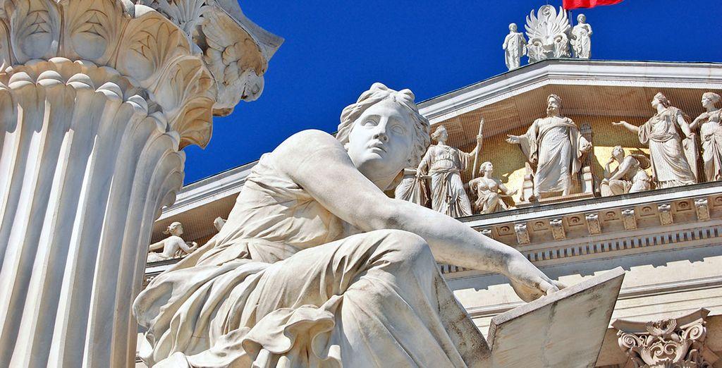 Admire sus bellos monumentos
