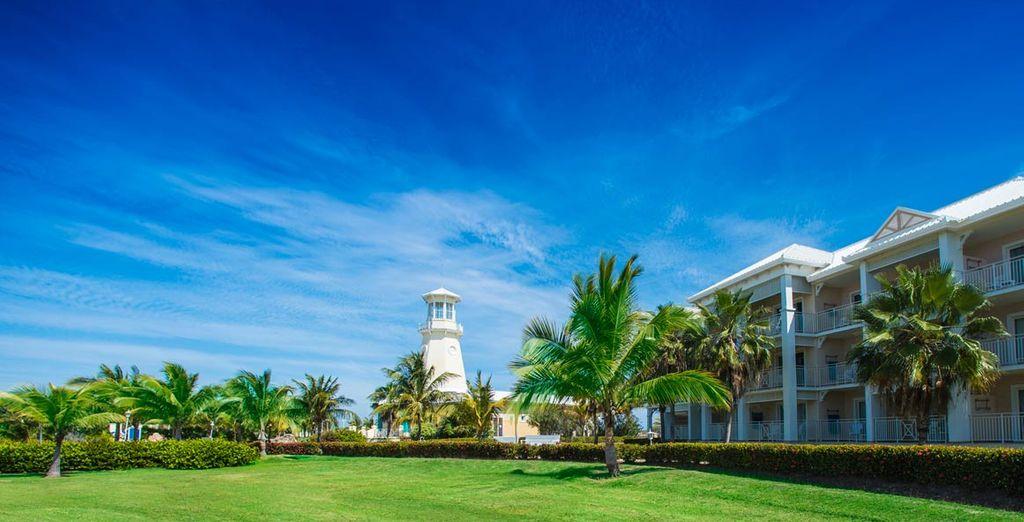 ... rodeada de bellos jardines y con unas impresionantes vistas al mar