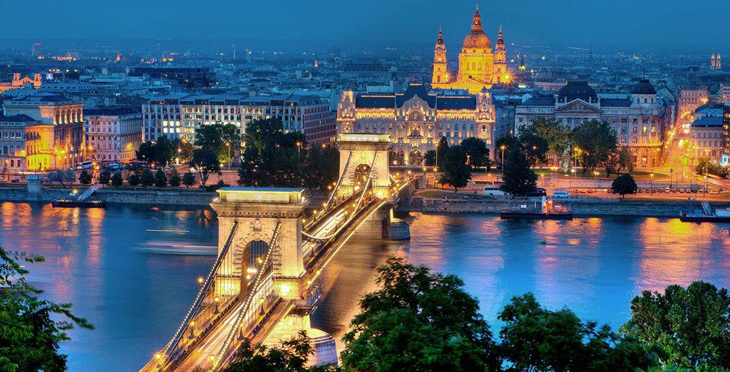 Vistas al Puente de las Cadenas y al río Danubio