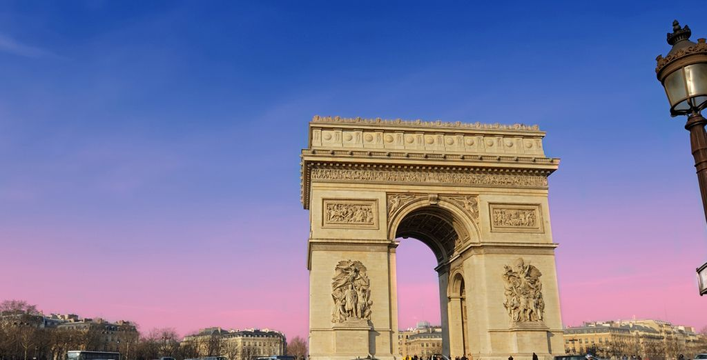 El Arco de Triunfo de París le impresionará