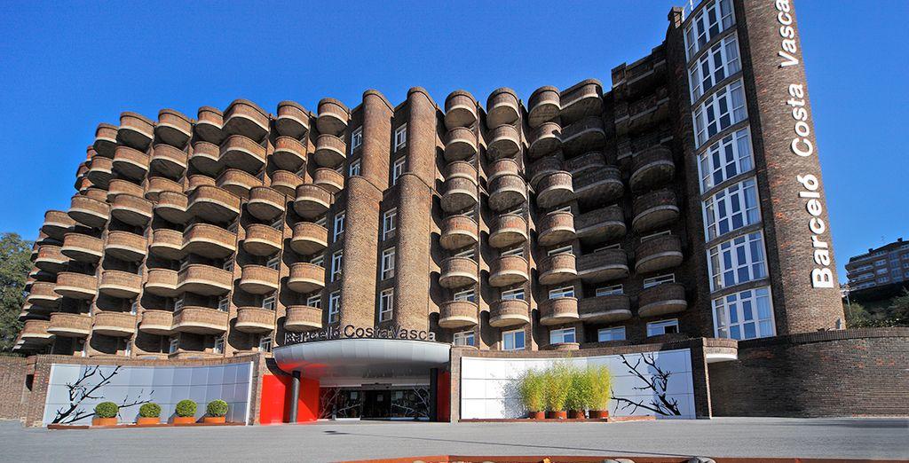 Impresionante fachada del hotel