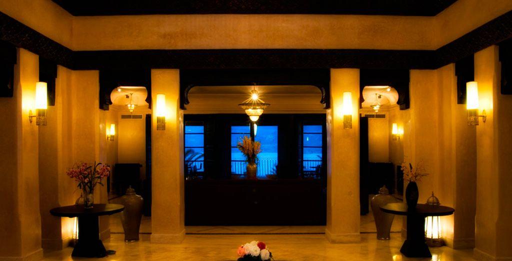 Elegante hotel con un ambiente de tranquilidad