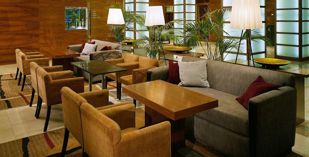 Su diseño interior contemporáneo le hará sentir como en casa