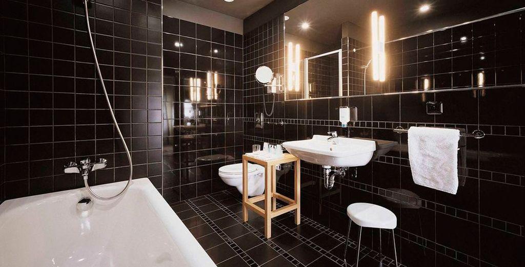 Con baño moderno y de diseño en la misma