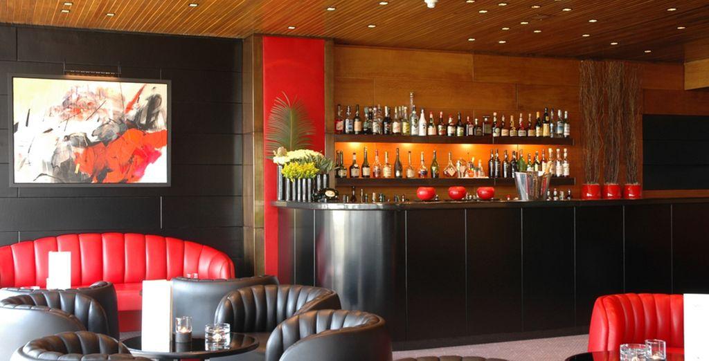 Tome una copa en el bar