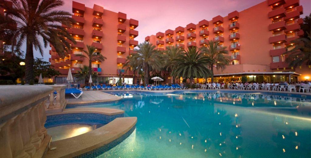 Ola Hotel Maioris 4*