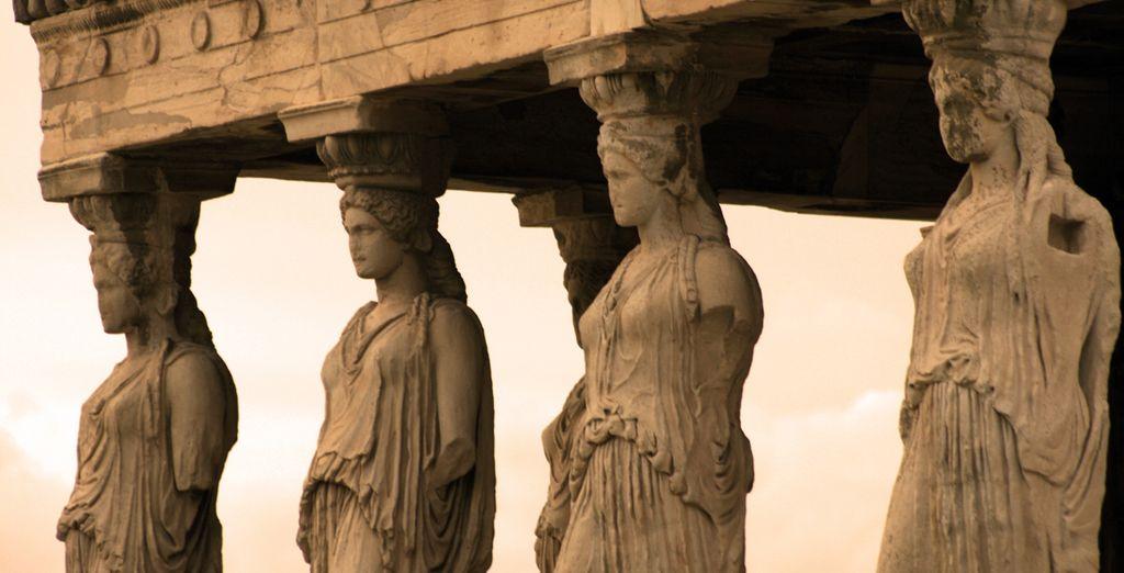 Dentro del Acrópolis encontrará el templo de las Nereidas