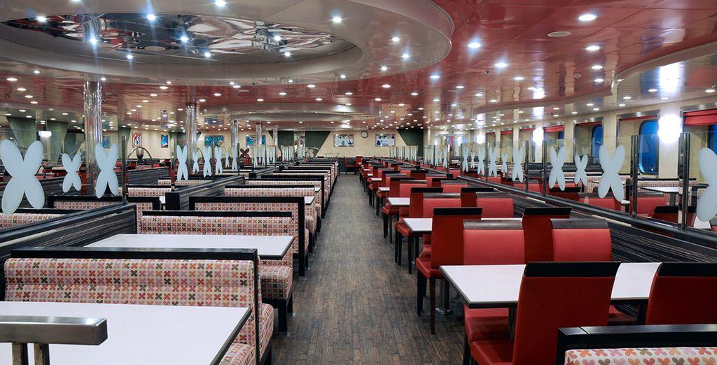 Podrá degustar platos exquisitos en su restaurante principal