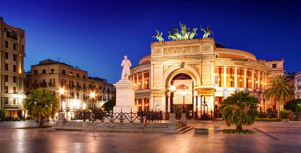 Visite el Teatro Politeama Garibaldi, a tan sólo 5 minutos del hotel