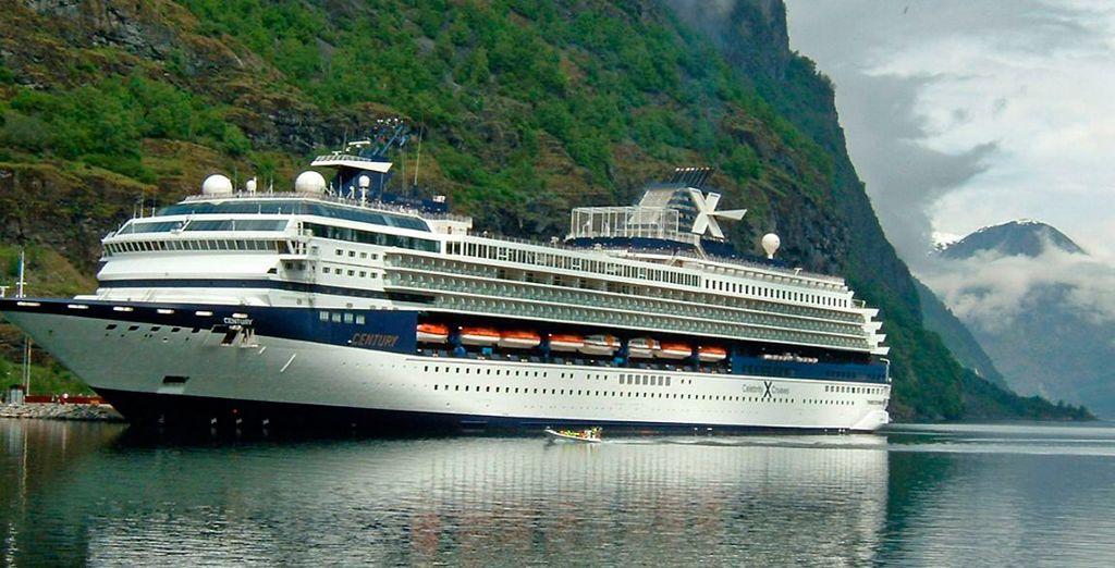 Crucero Century Paragon