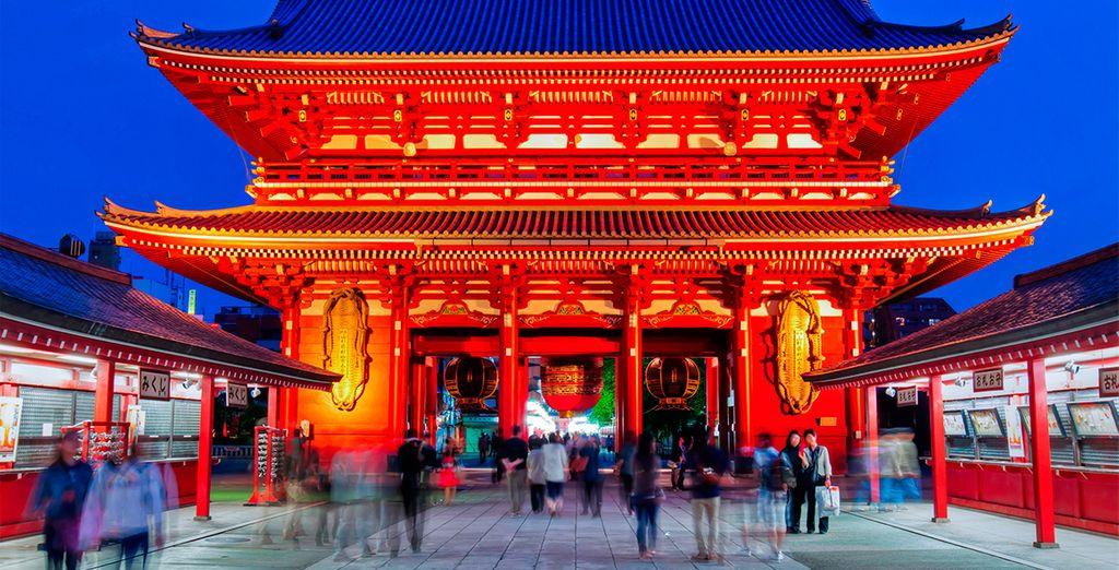 En Tokyo se desplazarán para conocer el Templo de Asakusa Kannon