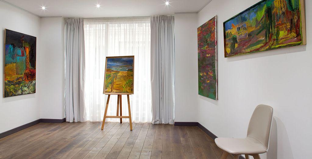 Su galería de arte se dedica a la promoción de artistas contemporáneos consagrados asi como jóvenes artistas emergentes