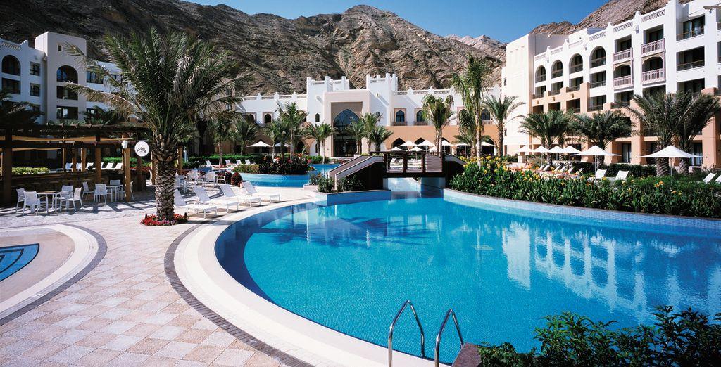 Refrésquese en sus piscinas al aire libre por el día