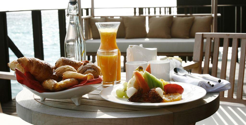 Desayune frente al mar en la terraza privada de su Villa