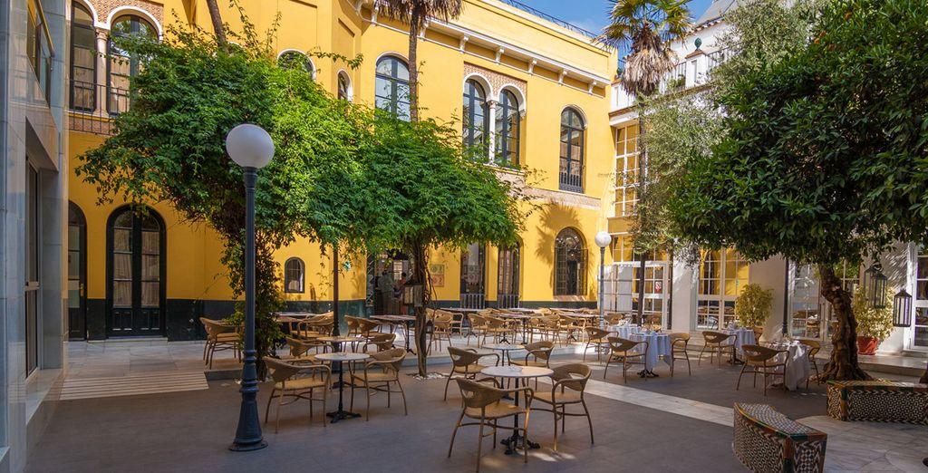 En el centro histórico, comercial y turístico de Sevilla