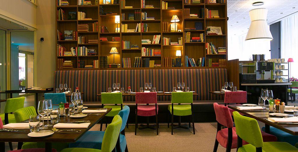El restaurante con su colección de libros