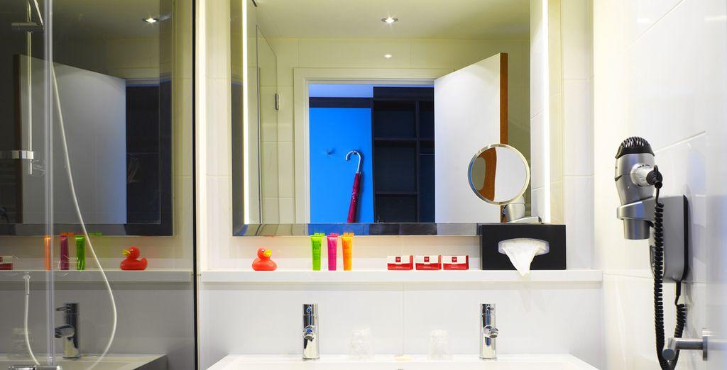 Y baño privado con artículos de aseo