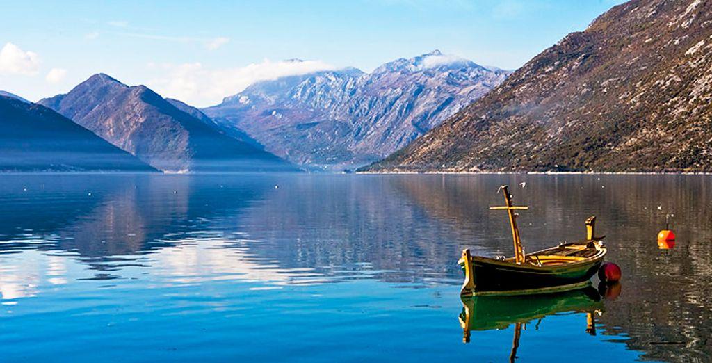 Situada sobre una bahía que se asemeja a un fiordo y rodeada de montañas, Kotor es un encanto para todos los sentidos