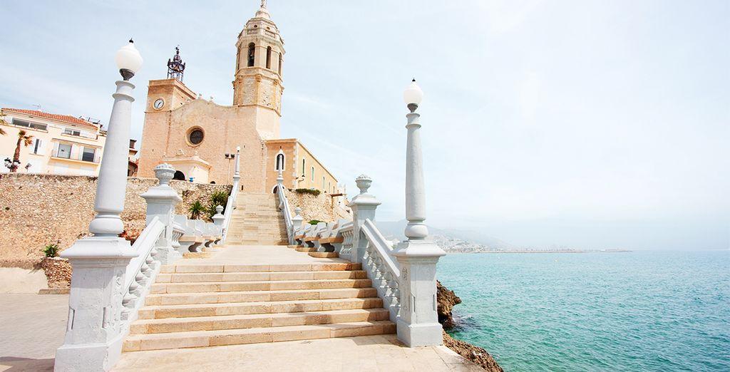 La iglesia de Sant Bertomeu es el símbolo de Sitges