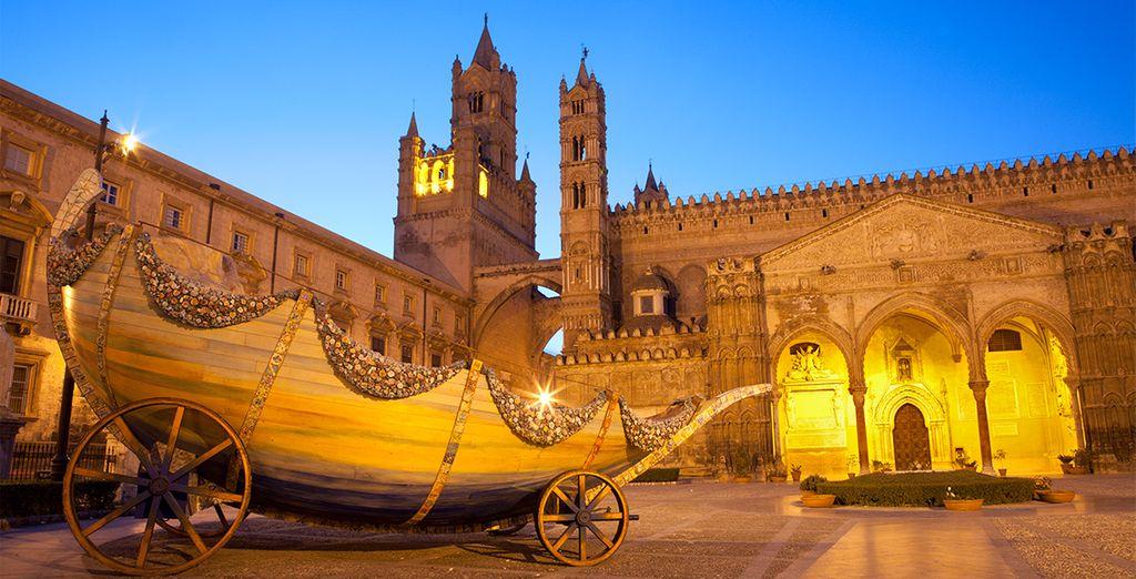 Portal sur de la Catedral de Palermo, un lugar fantástico