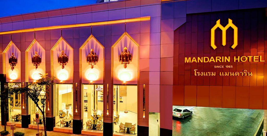 En Bangkok se alojará en el impresionante Hotel Mandarin Managed by Centre Point