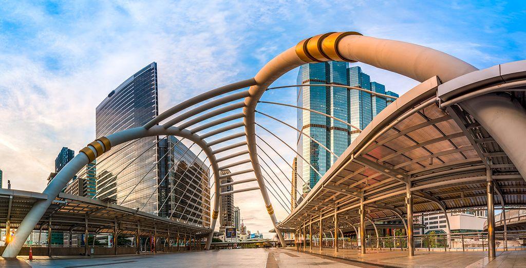 La cosmopolita ciudad de Bangkok le espera como inicio de su viaje