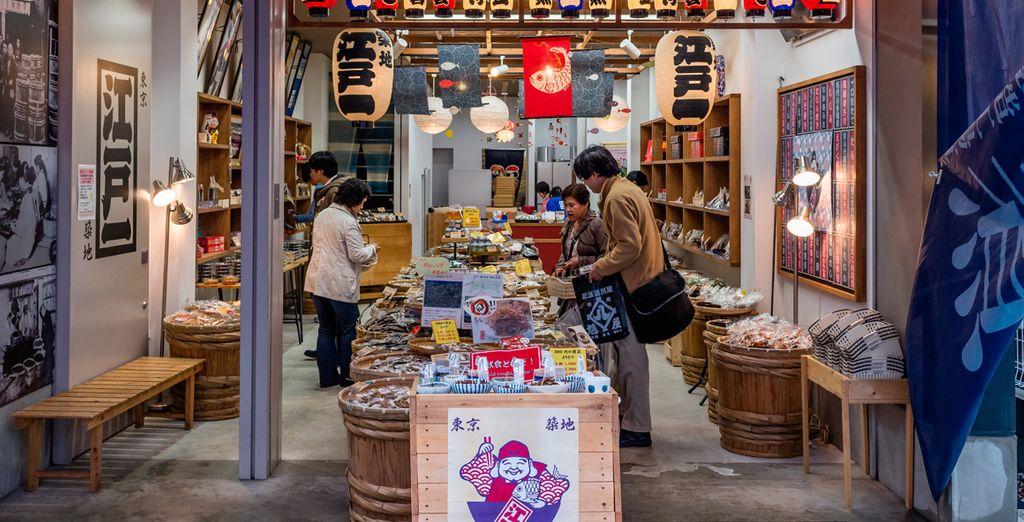 Visite la Lonja de pescado de Tsukiji y deguste sus productos frescos