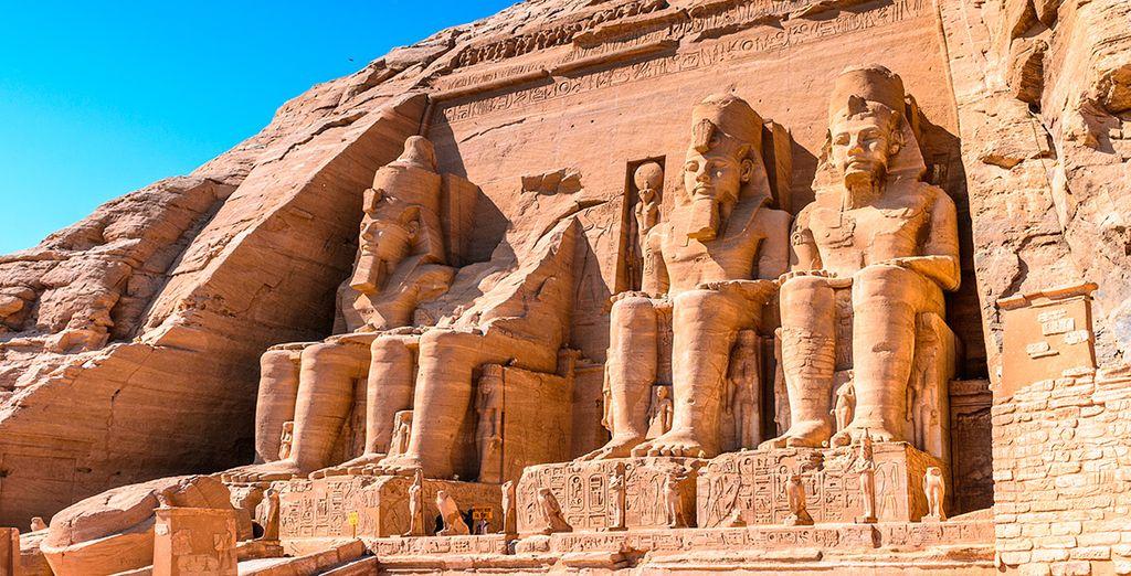 Como visita opcional, acérquese a Abu Simbel, al Templo de Ramsés II
