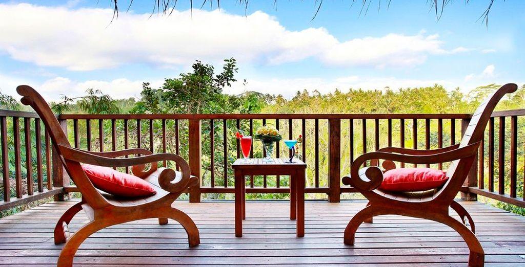 Podrá relajarse desde el balcón de su villa contemplando el paisaje