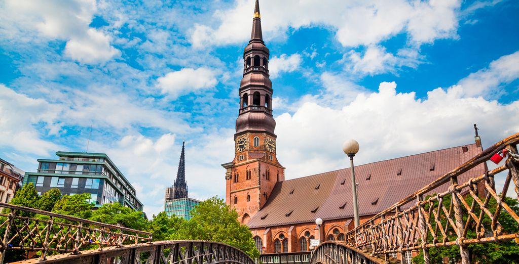 Los canales de Hamburgo son atravesados por más de 2.300 puentes