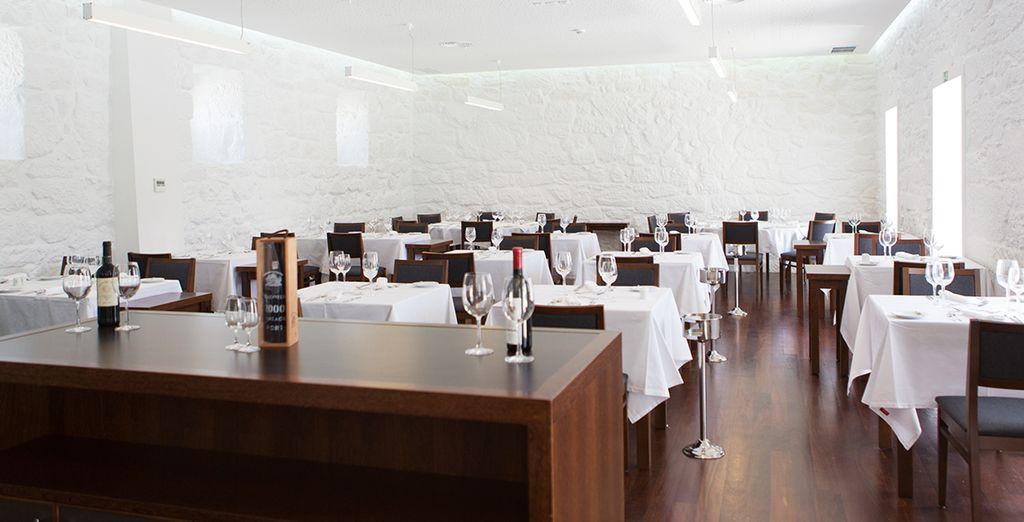 Una excelente gama de vinos complementa y enriquece la oferta culinaria