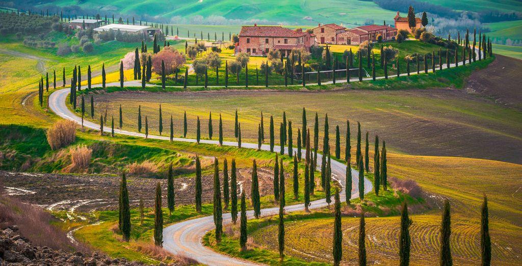Rodéese de parajes y colinas impresionantes en la Toscana