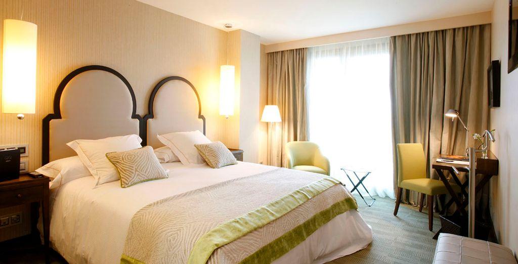 Descanse en una elegante habitación