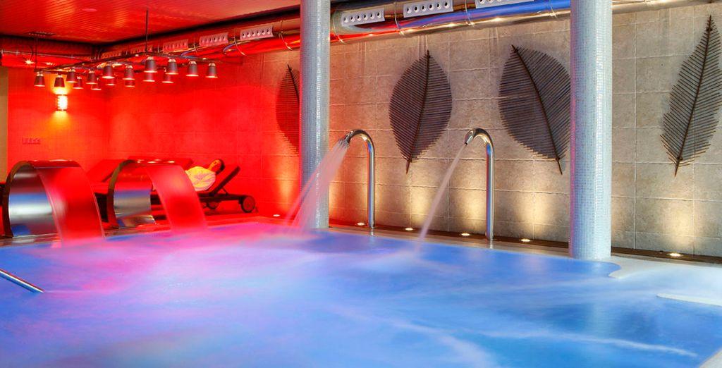 Disfrute de la piscina activa...
