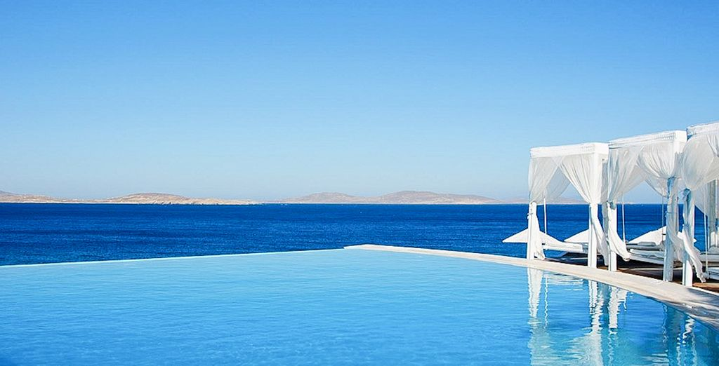Míkonos. donde el mar y el cielo se funden en tonos azules