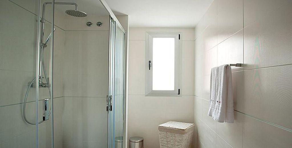 Dispone de un baño excelentemente equipado