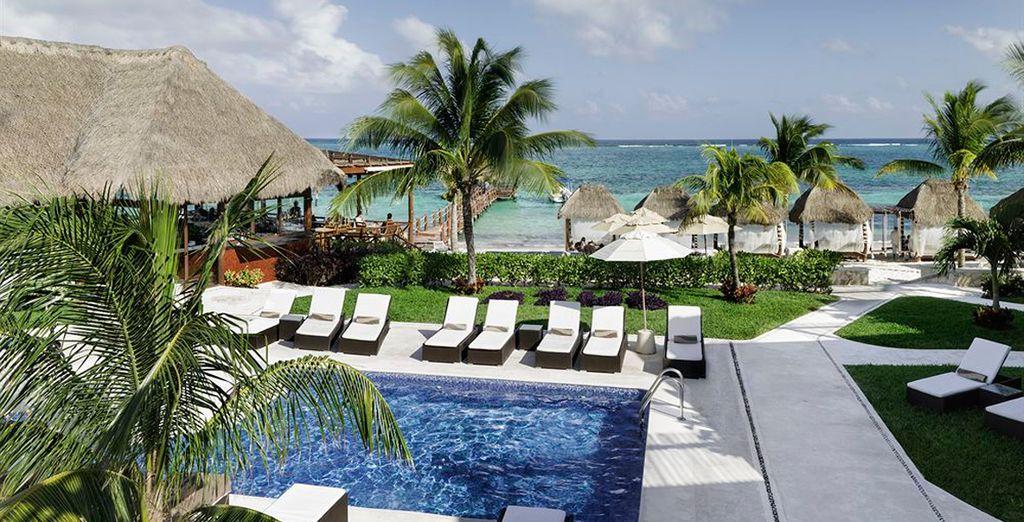 A pocos pasos de la playa, piscinas, restaurantes y bares