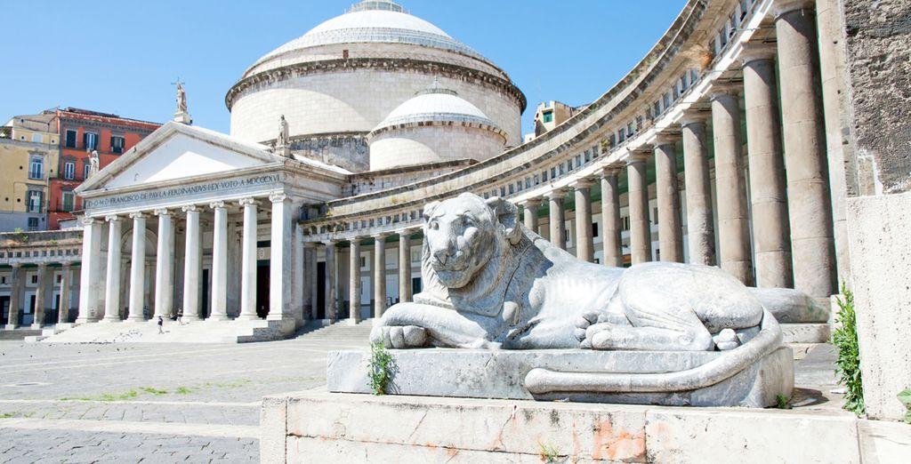 Recorrerás el centro histórico monumental de Nápoles