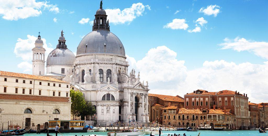Acércate a Santa Maria della Salute de Venecia