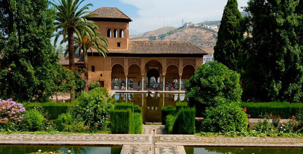 Dentro de la Alhambra déjate seducir por los jardines del Partal