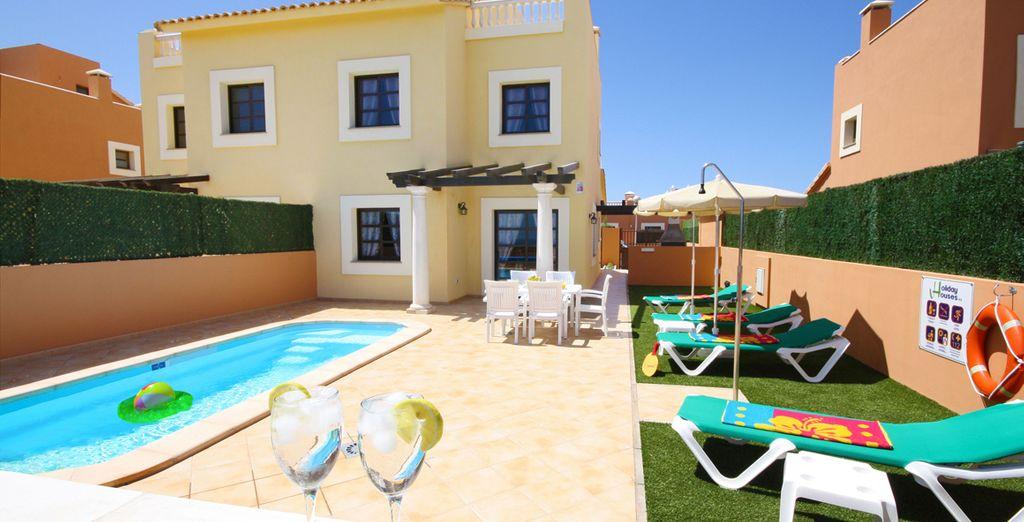 Un complejo de refinadas villas de lujo con piscinas climatizadas