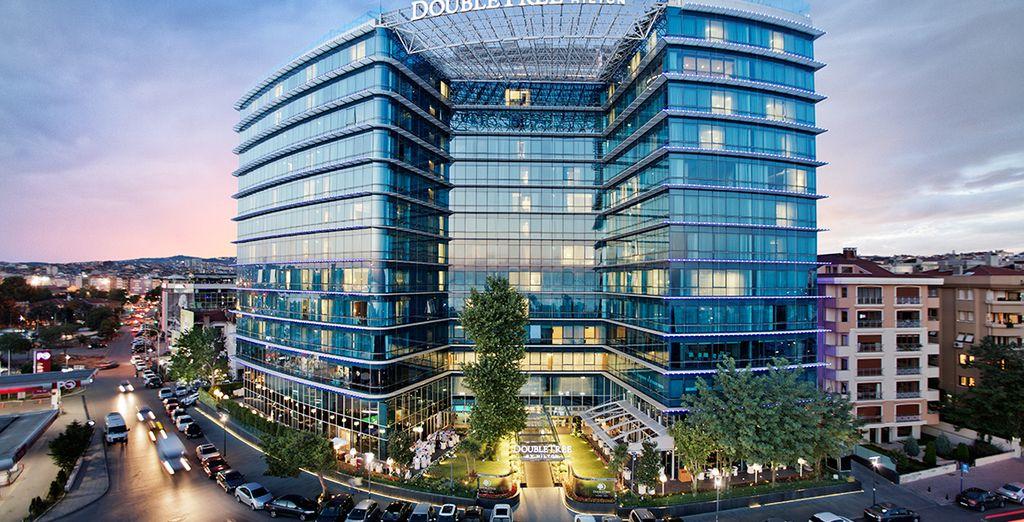 El hotel cuenta con un impresionante diseño avalado por la marca Hilton