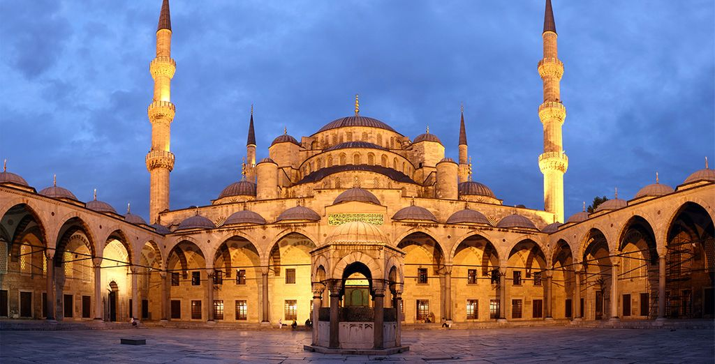 Acércate a conocer la Mezquita Azul