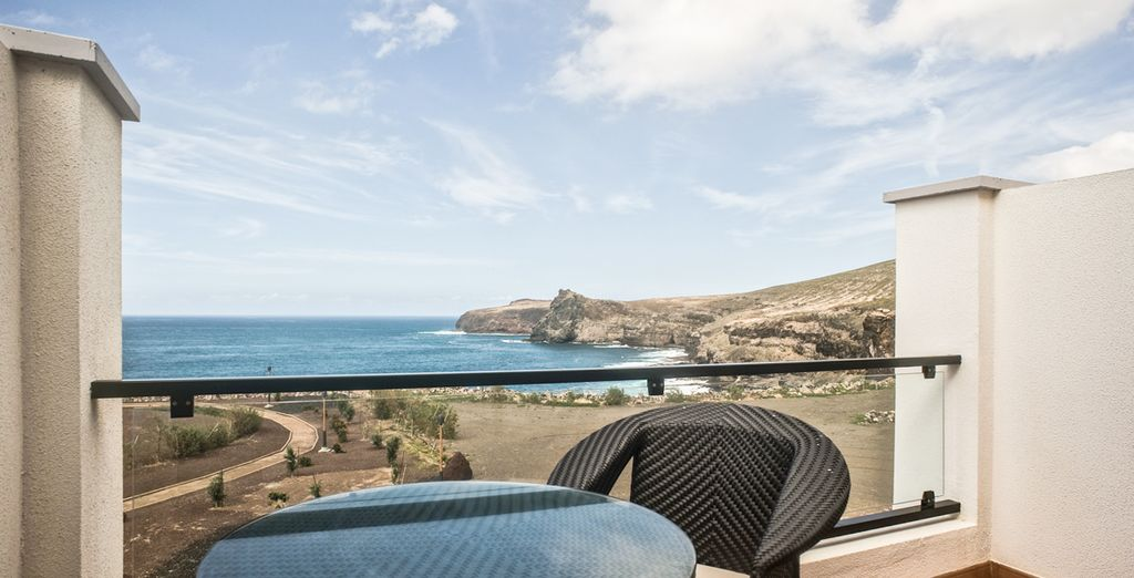 Disfruta de las vistas al mar desde la terraza