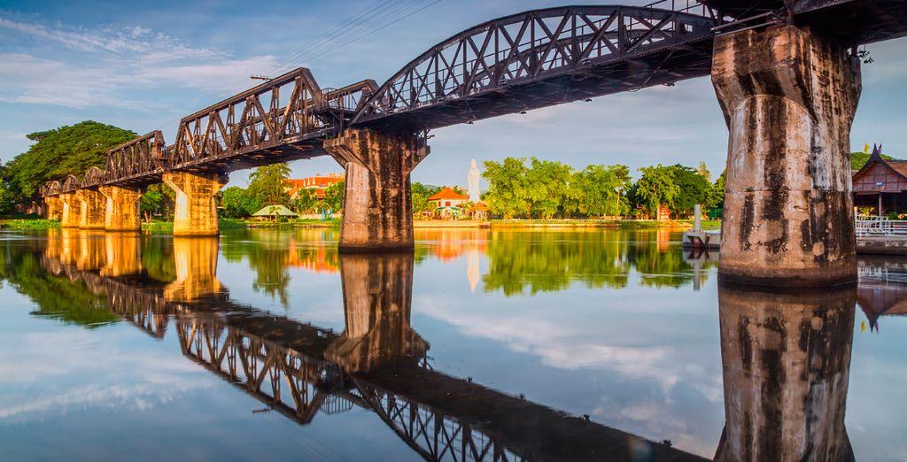 Visitarás el famoso e histórico puente sobre el río Kwai
