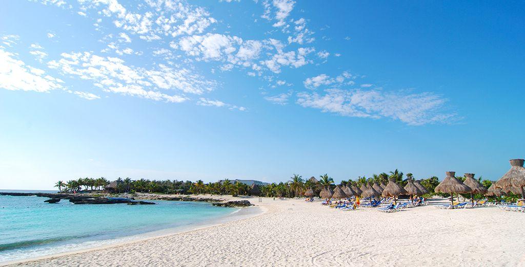 Relájate en la playa de arena blanca