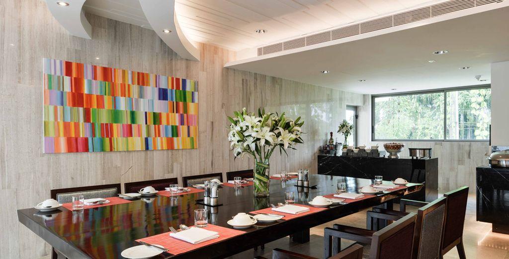 Un teatro de cocina en vivo donde los chefs estrella Michelin muestran sus habilidades en tres cocinas de fama mundial