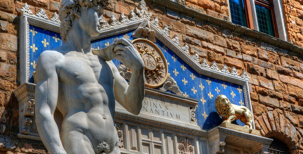 Deja que Florencia te seduzca con su cautivadora belleza