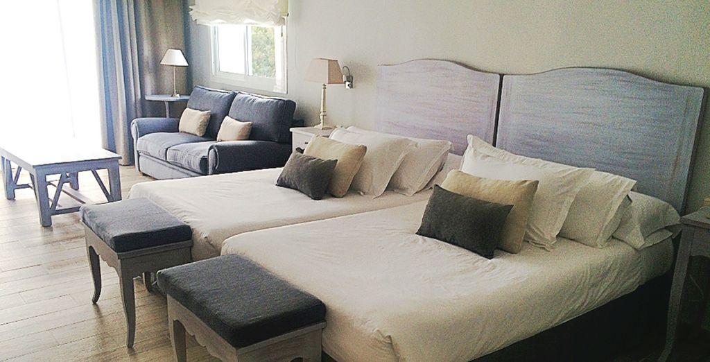 Cuenta con 38 espaciosas y acogedoras habitaciones, con vistas a la sierra de Mijas