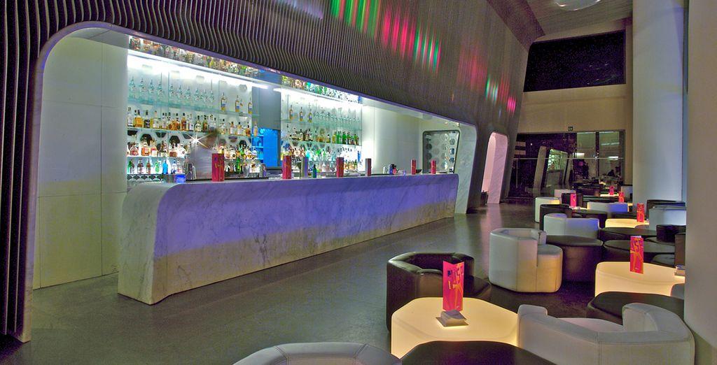 El bar es una de las maravillas del hotel, proyectado por el arquitecto australiano Marc Newson